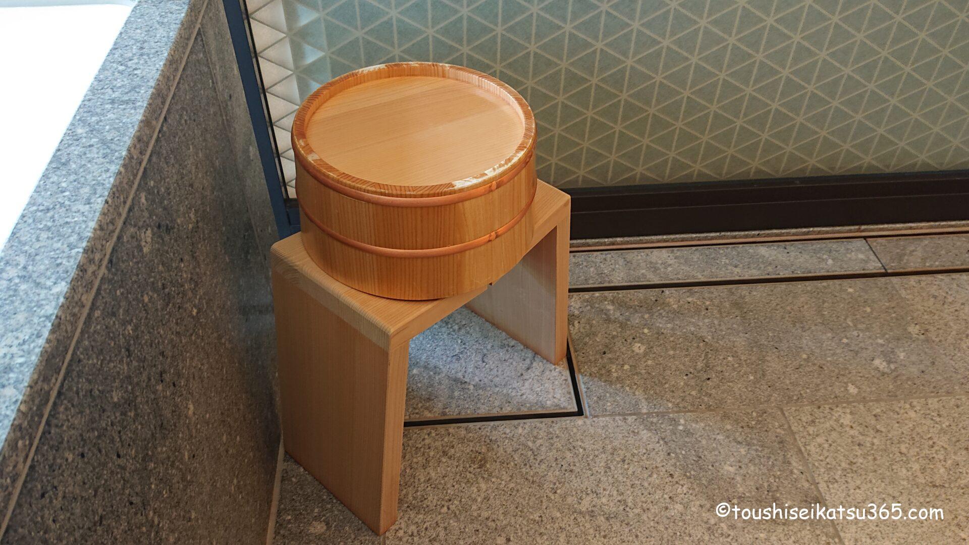 ザ・リッツ・カールトン日光|椅子と桶